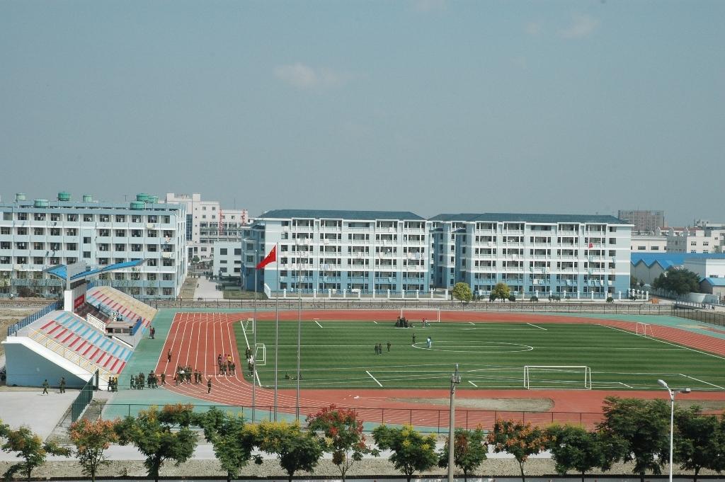 宿舍楼和标准运动场