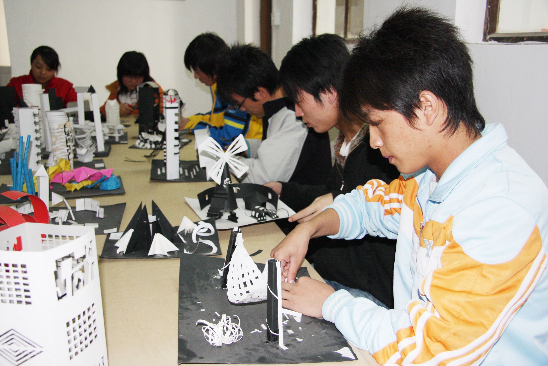 艺术系学生动手设计作品