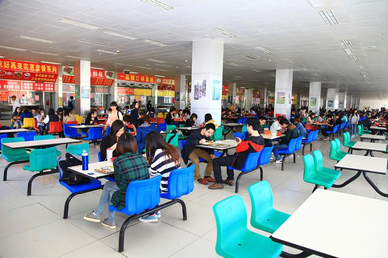 价廉物美的学生食堂
